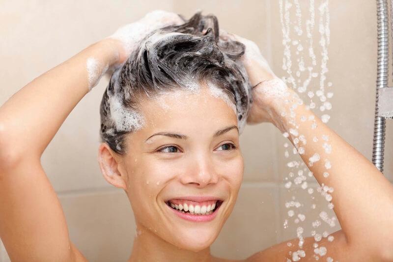 髪の毛をサラサラにする髪の洗い方