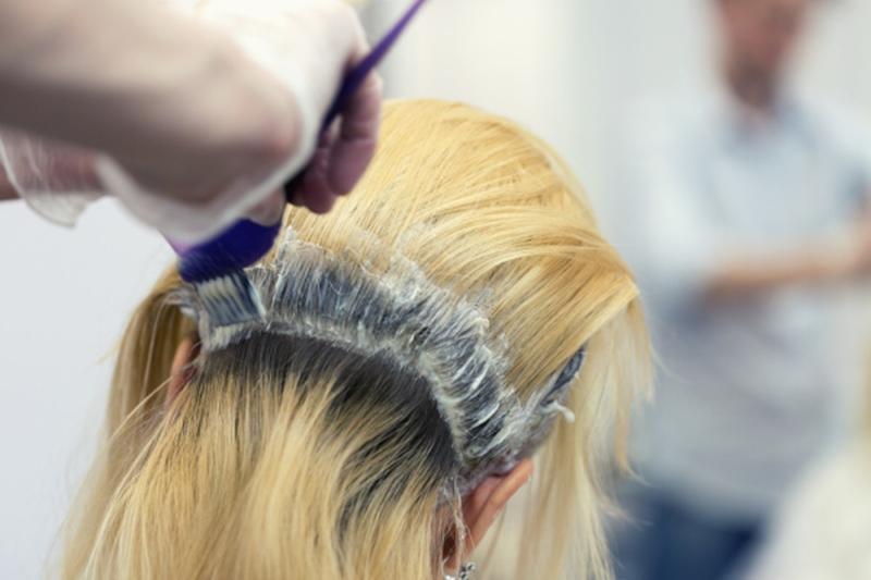 髪の毛の色を抜く方法