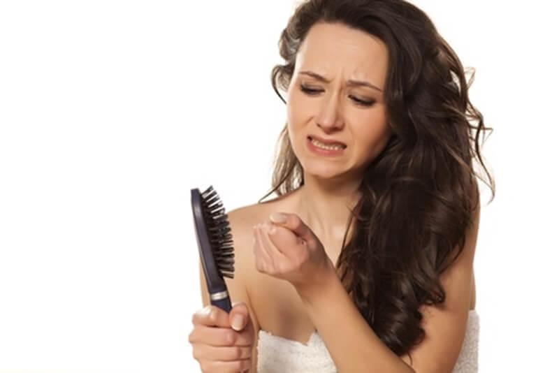 髪の毛が抜ける女性の悩み