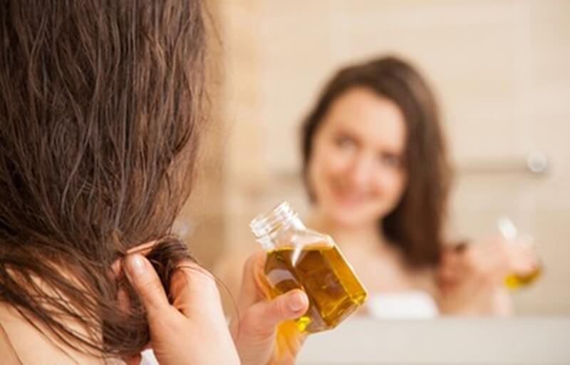 髪の毛のパサパサを改善するオイル