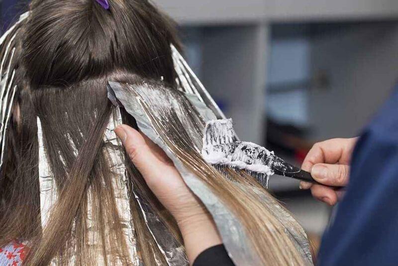 髪の毛を脱色する方法