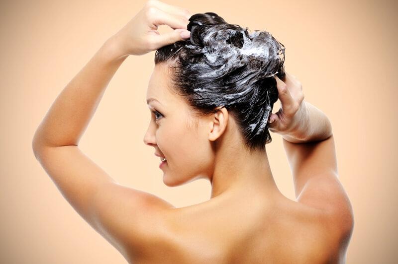 髪の毛を洗わない